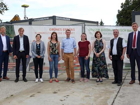 """Eröffnung der Bauzaunausstellung """"Bioökonomie findet Stadt"""""""