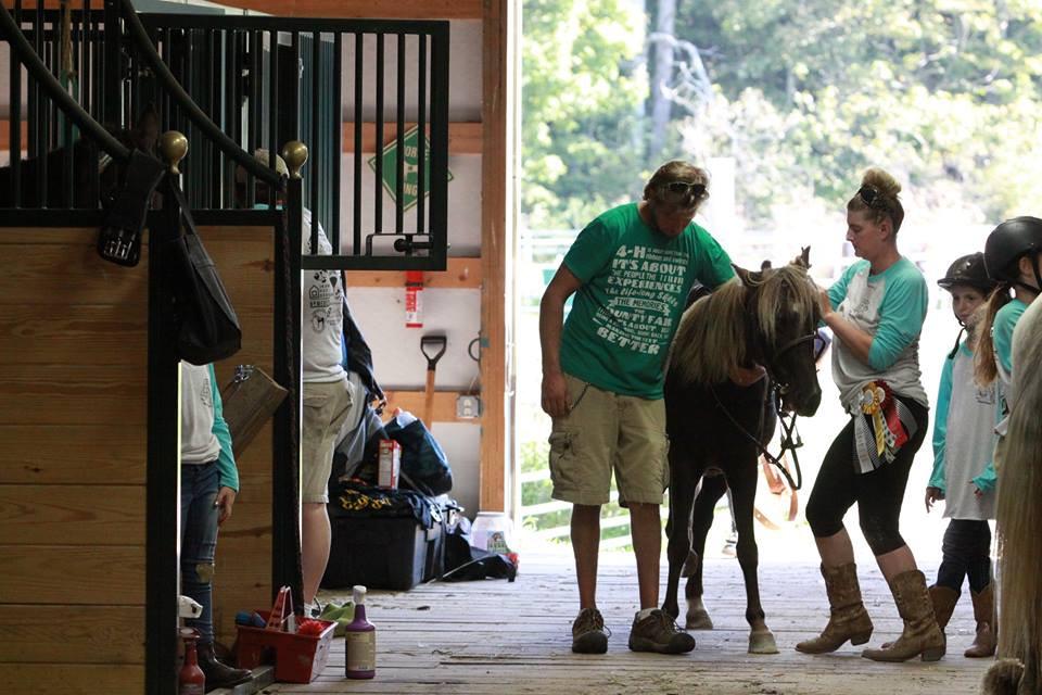 horse show tacking up.jpg