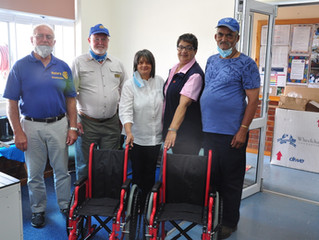 Rotary Swellendam donates wheelchairs to Elim Home.