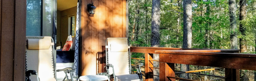 Secluded deck connedted