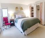 Hummingbird: Queen Room
