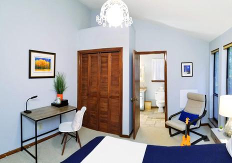 Blue Bird: Queen Room
