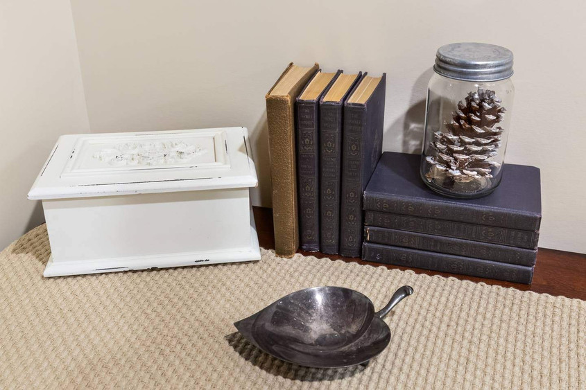 Pine Cone: King Room
