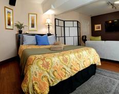 Acorn: Queen Room