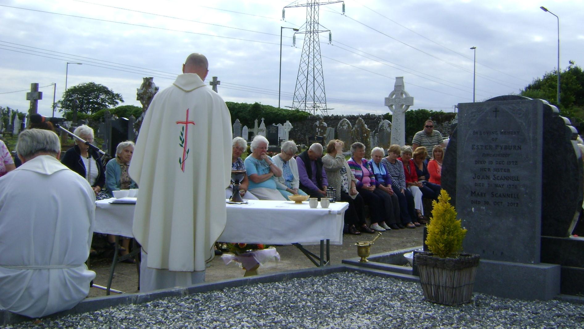 Barnahely Cemetery Mass (2).JPG