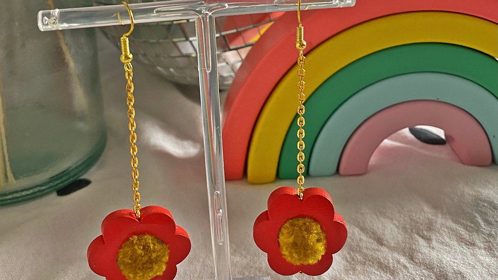 Flower power earrings: red with mustard