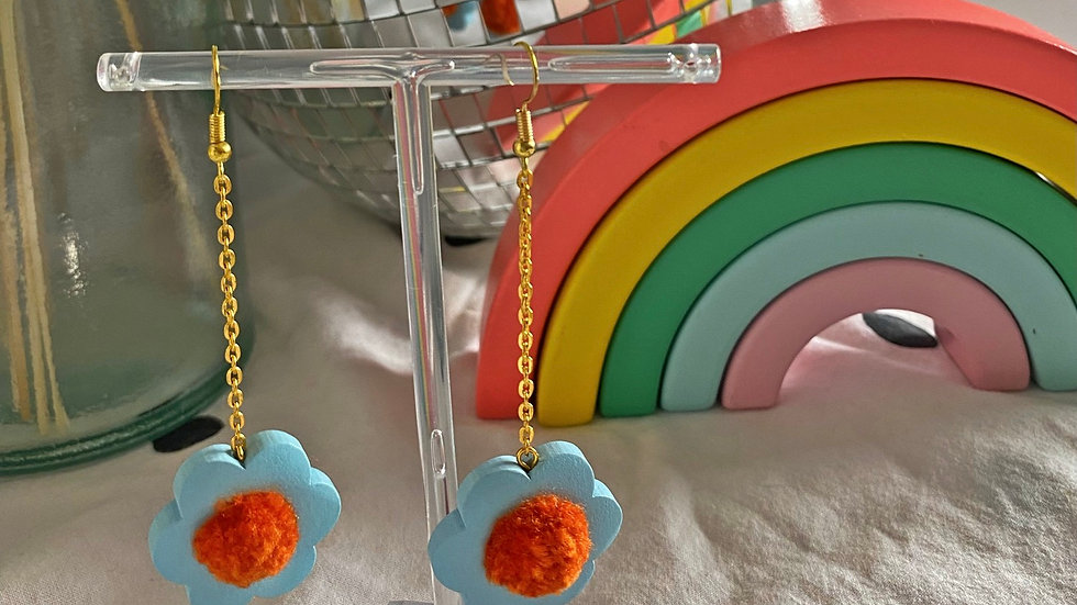 Flower power earrings: pale blue with orange