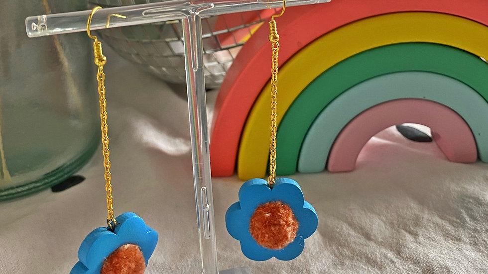Flower power earrings: cornflower with peach