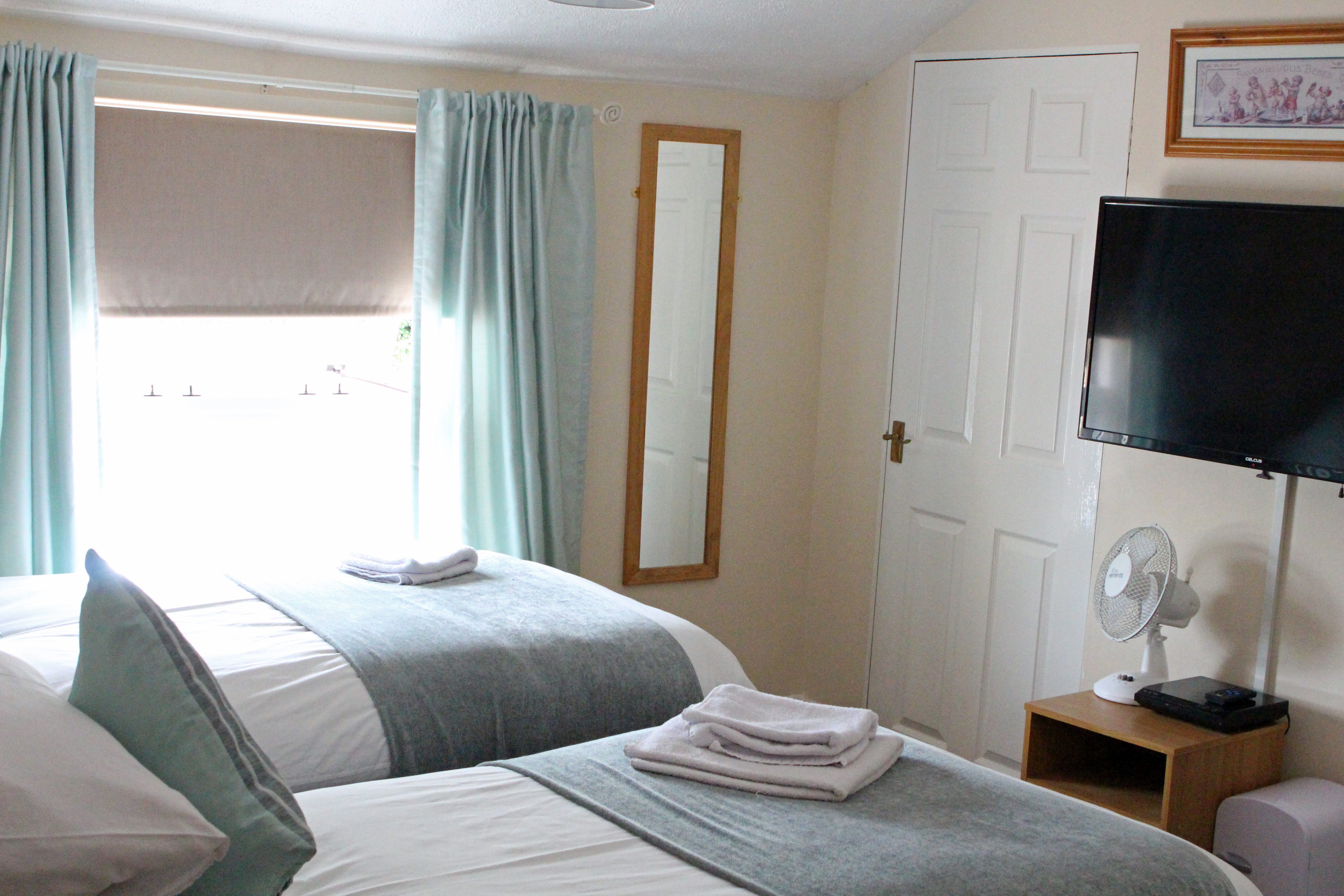 Room 3 (2).jpg