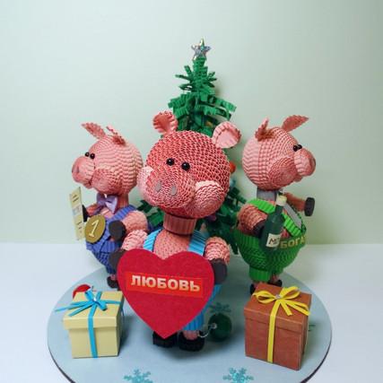 """Новогодняя композиция """"Три Поросёнка"""", символизирующие """"Любовь, Успех, Богатство&quot"""
