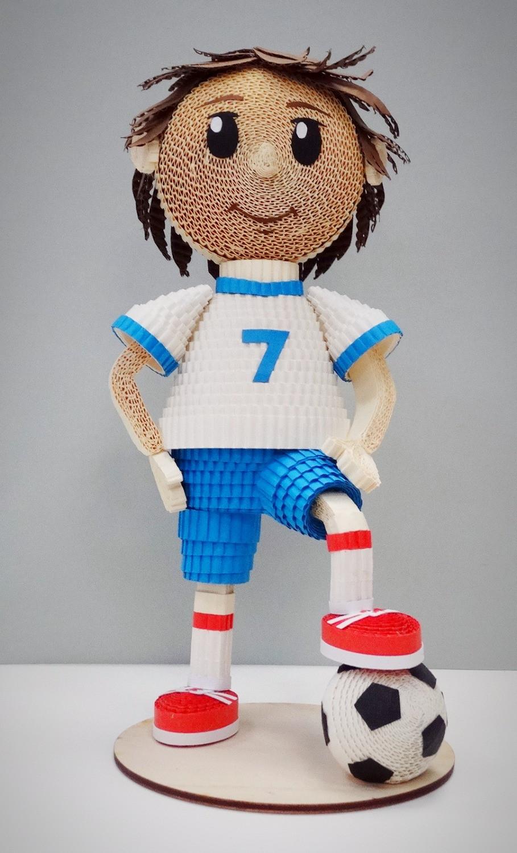 Игрушка из гофрокартона Футболист