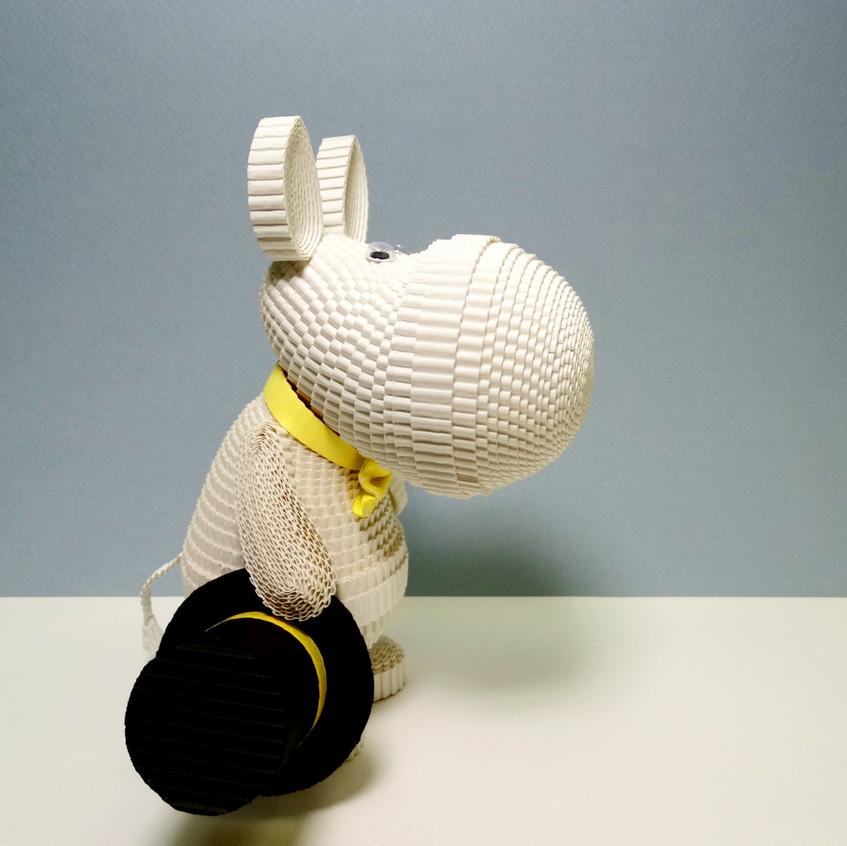 Игрушка из квилинга Муми-тролль из мультфильма Муми-тролли.