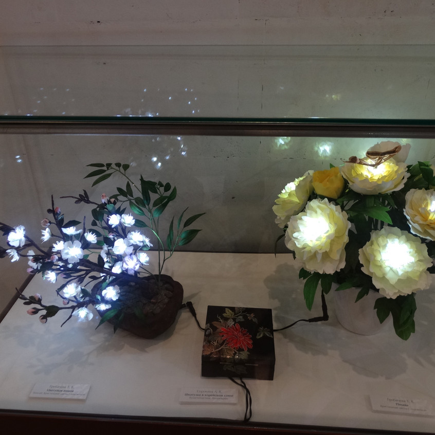 Автор кристальных цветов: Татьяна Грибачева.