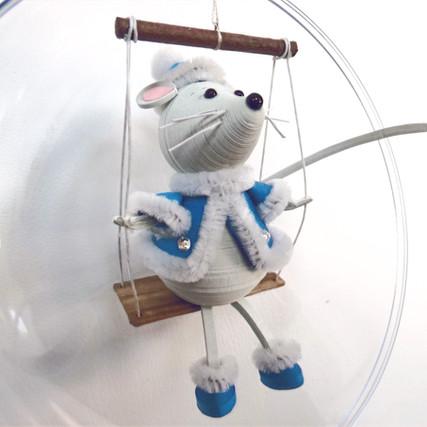 Ёлочная игрушка с символом 2020 года.