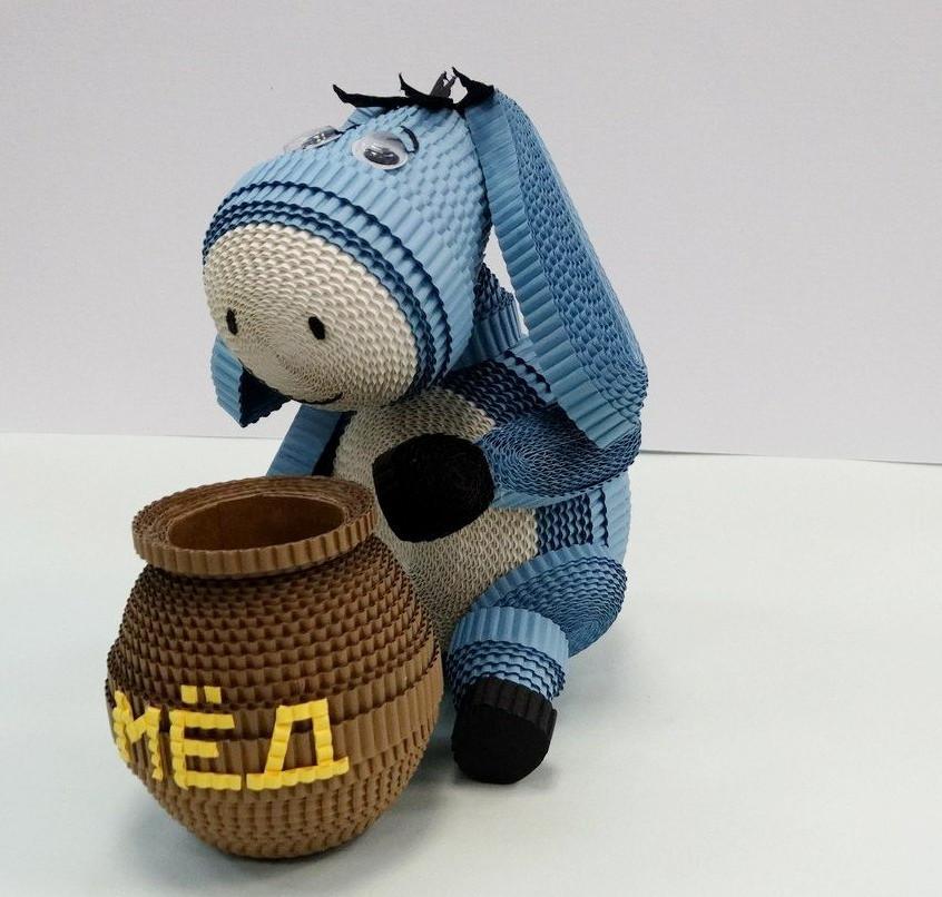 Игрушка из квилинга Ослик ИА из мультфильма Винни-Пух и день забот.