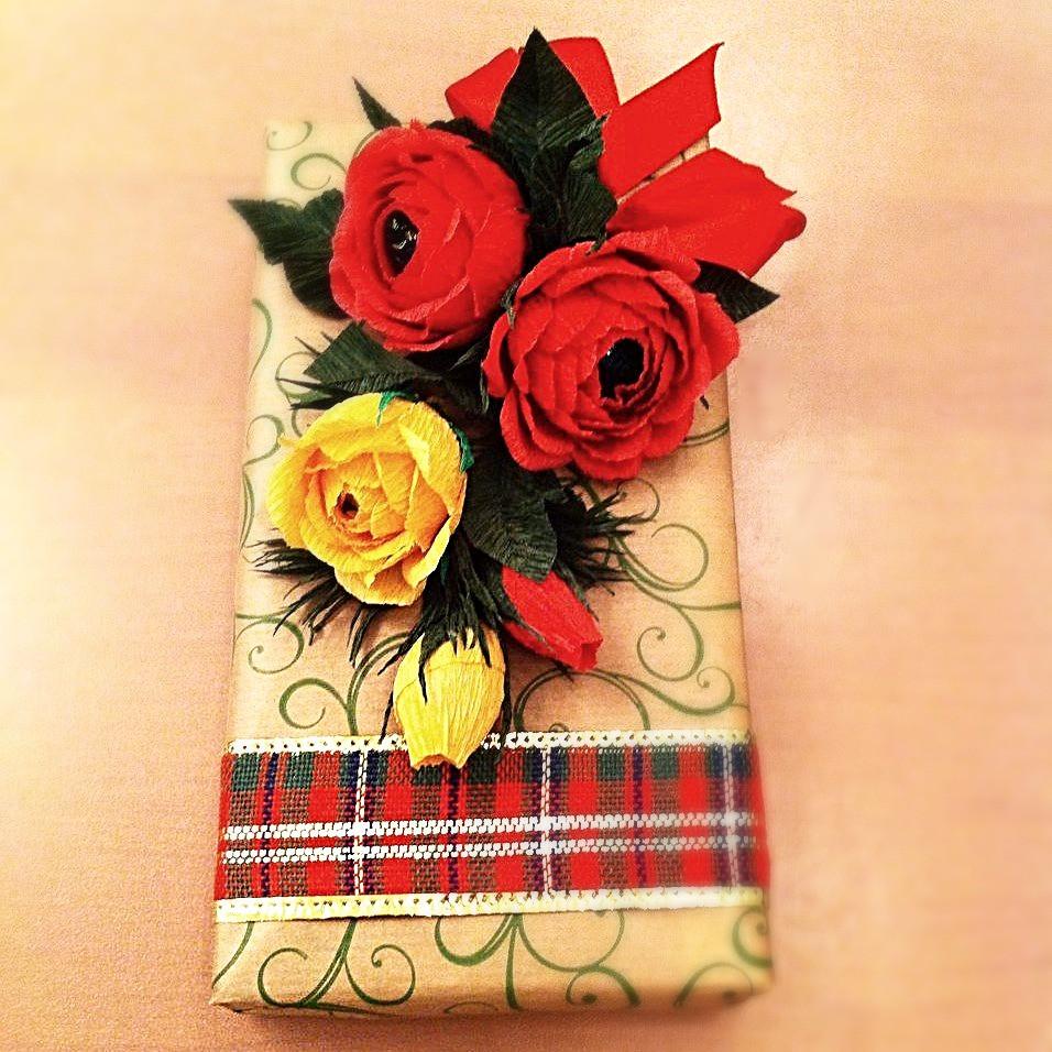 Мастер-класс по декорированию подарков бумажными цветами