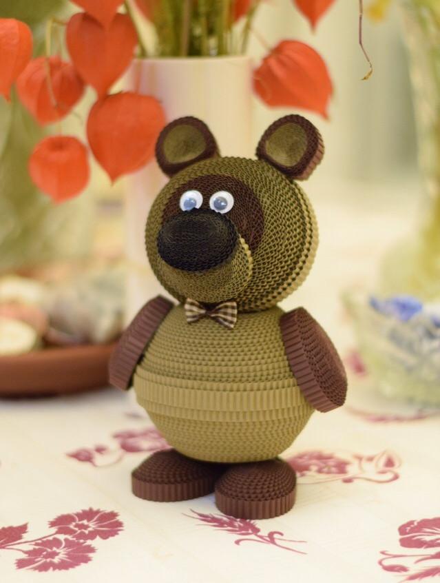 Игрушка из квилинга Винни-Пух из одноименного мультфильма.