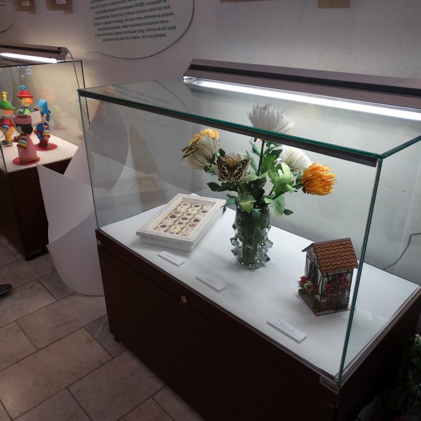 """Ботанический объемный квиллинг. """"Хризантемы."""" Автор: Анна Грибачева. Объемный квиллинг """"коробка конфет"""" Автор: Виталина Минько."""