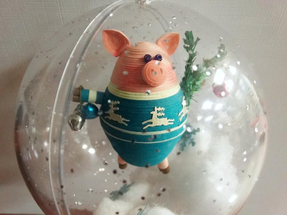 """Ёлочное украшение """"Свинка в шаре"""". Символ 2019 года."""