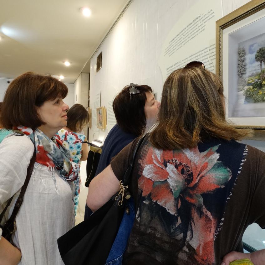 Посетители проявили большой интерес к работе Татьяны Кузнецовой в технике объемного декупажа