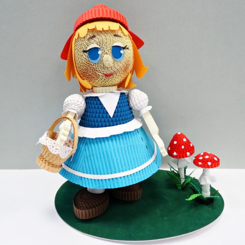 Игрушка из квиллинга Красная шапочка из одноименного Диснеевского мультфильма.