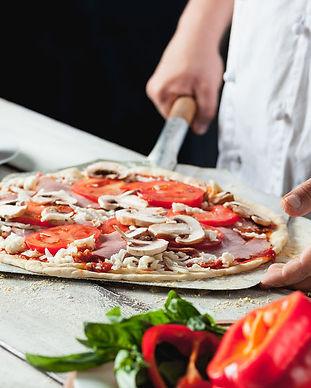Pizza in den Ofen.jpg