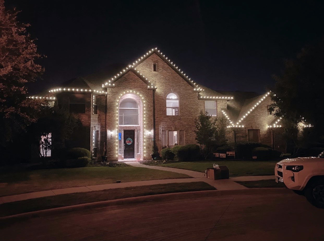 Eric Wrona's Christmas Lights.JPG