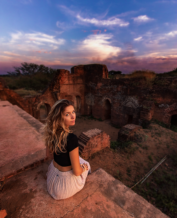 girl_temple_sunset.PNG