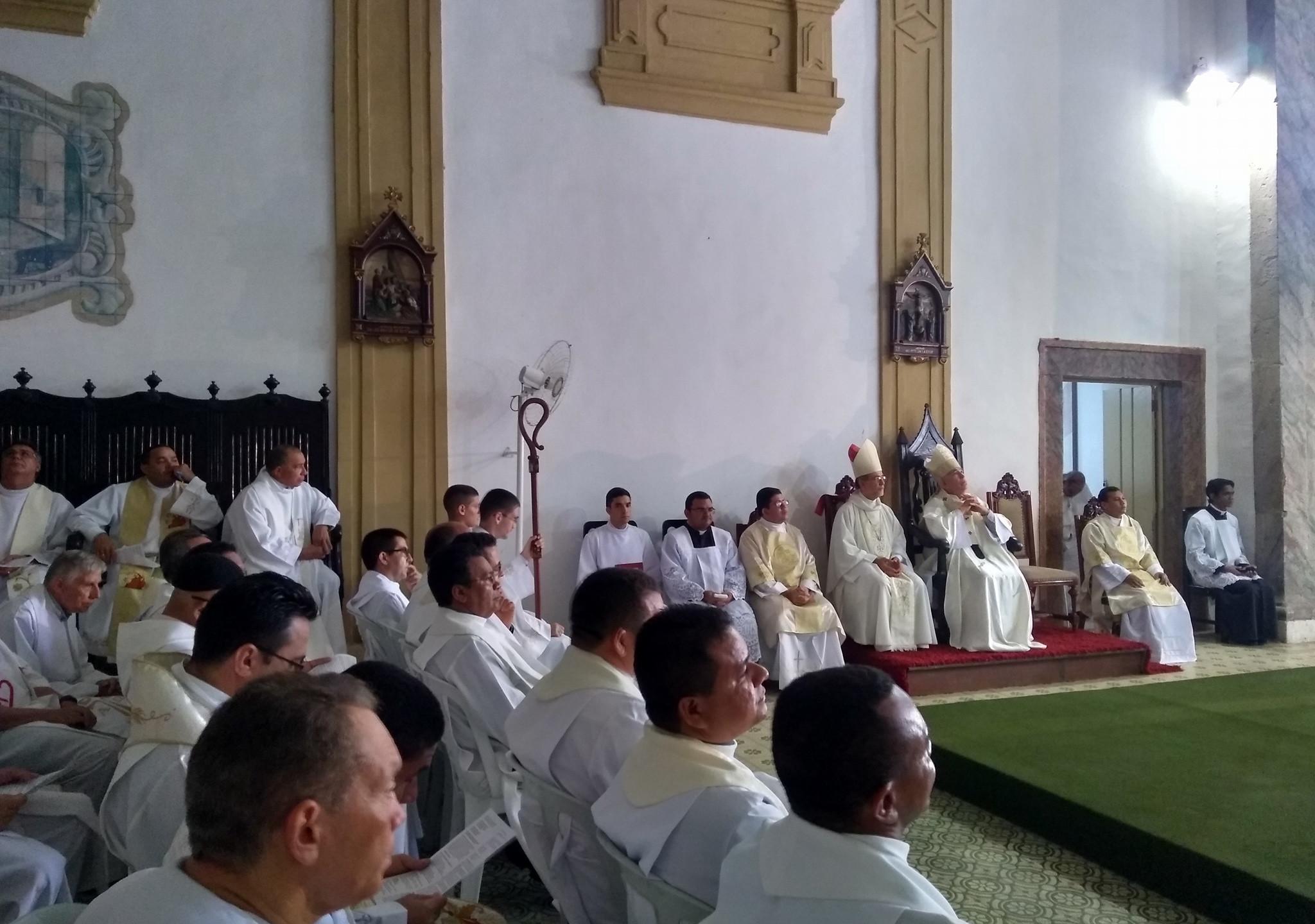Bispos com os Padres da Arquidiocese de São Luís do Maranhão.