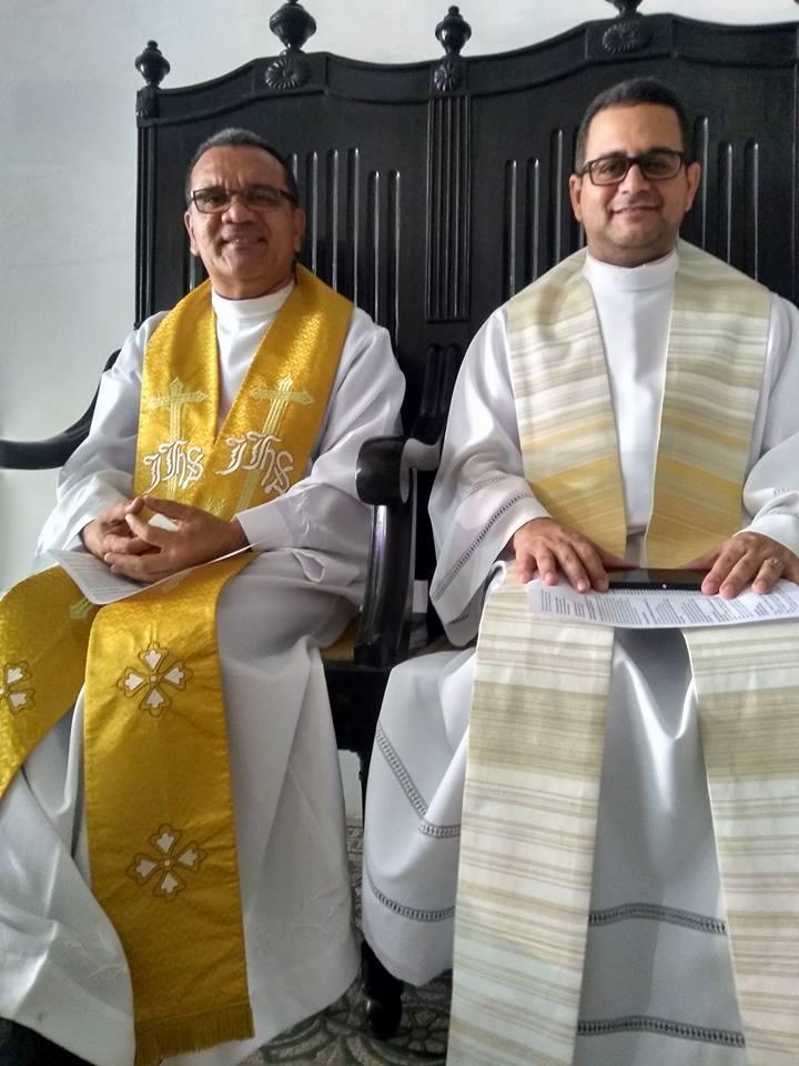 Padres do Nosso Santuário renovando suas Promessas Sacerdotais.