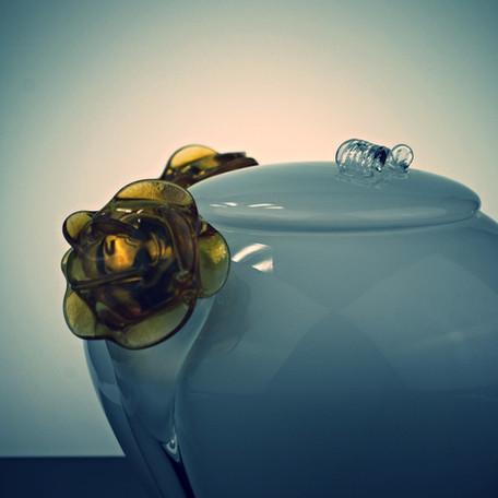 Flores glass urn