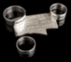 des gravures extérieures sur les bagues plates