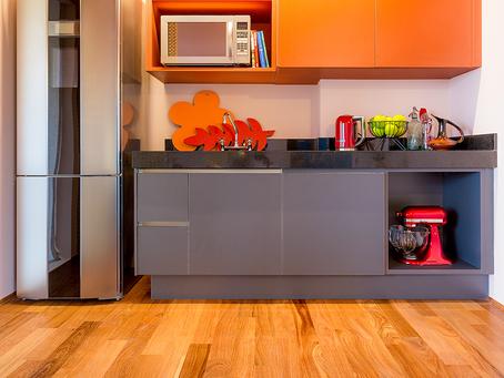 Piso de madeira na cozinha: vantagens e desvantagens