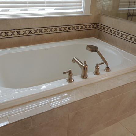 Tiled Soaker Tub-Marfil.JPG