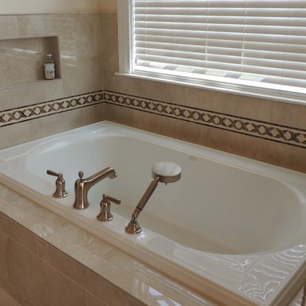 Tiled Soaker Tub-Marfil2.JPG