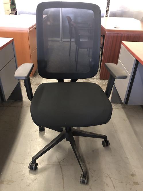 NEW Beniia Modi Task Chair (4) available
