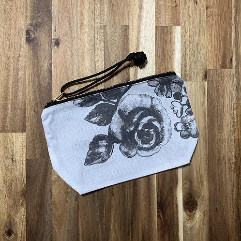 Monochrome roses (pouch)