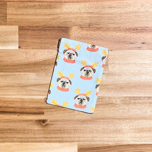 Merry pugs (pinch pouch)