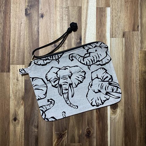 Savanna elephants (pouch)