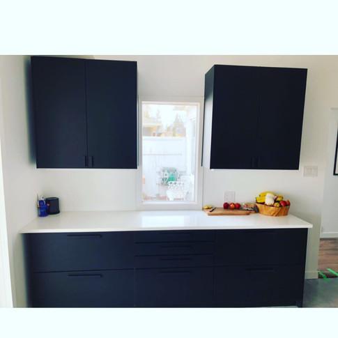 Modern Black & White Kitchen (A2)