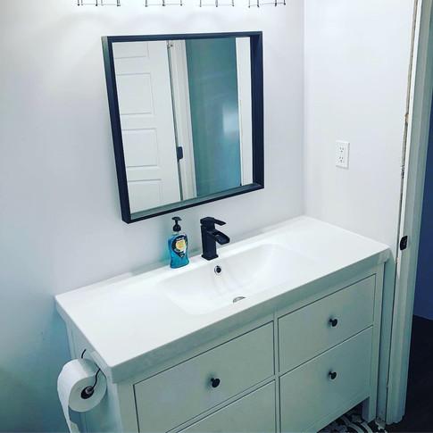 Greyscale Bathroom (B2)