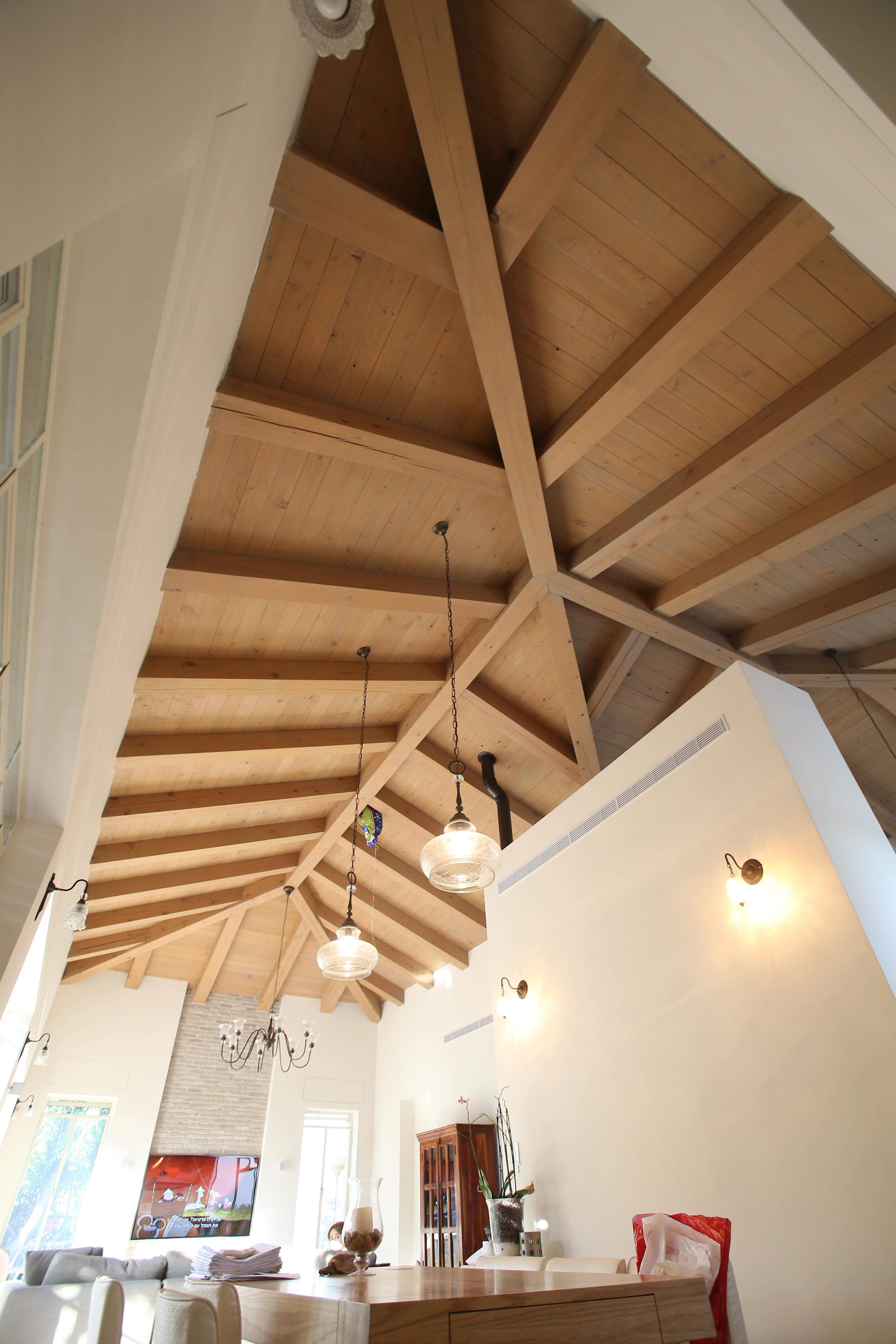 תקרה גושנית מעץ המלוק קנדי