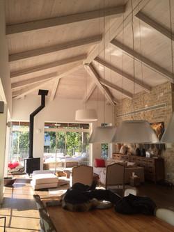 מבט לתקרה בסלון