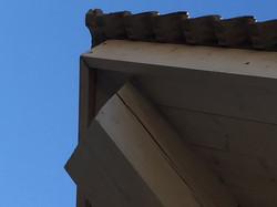 מבט לגג מבחוץ