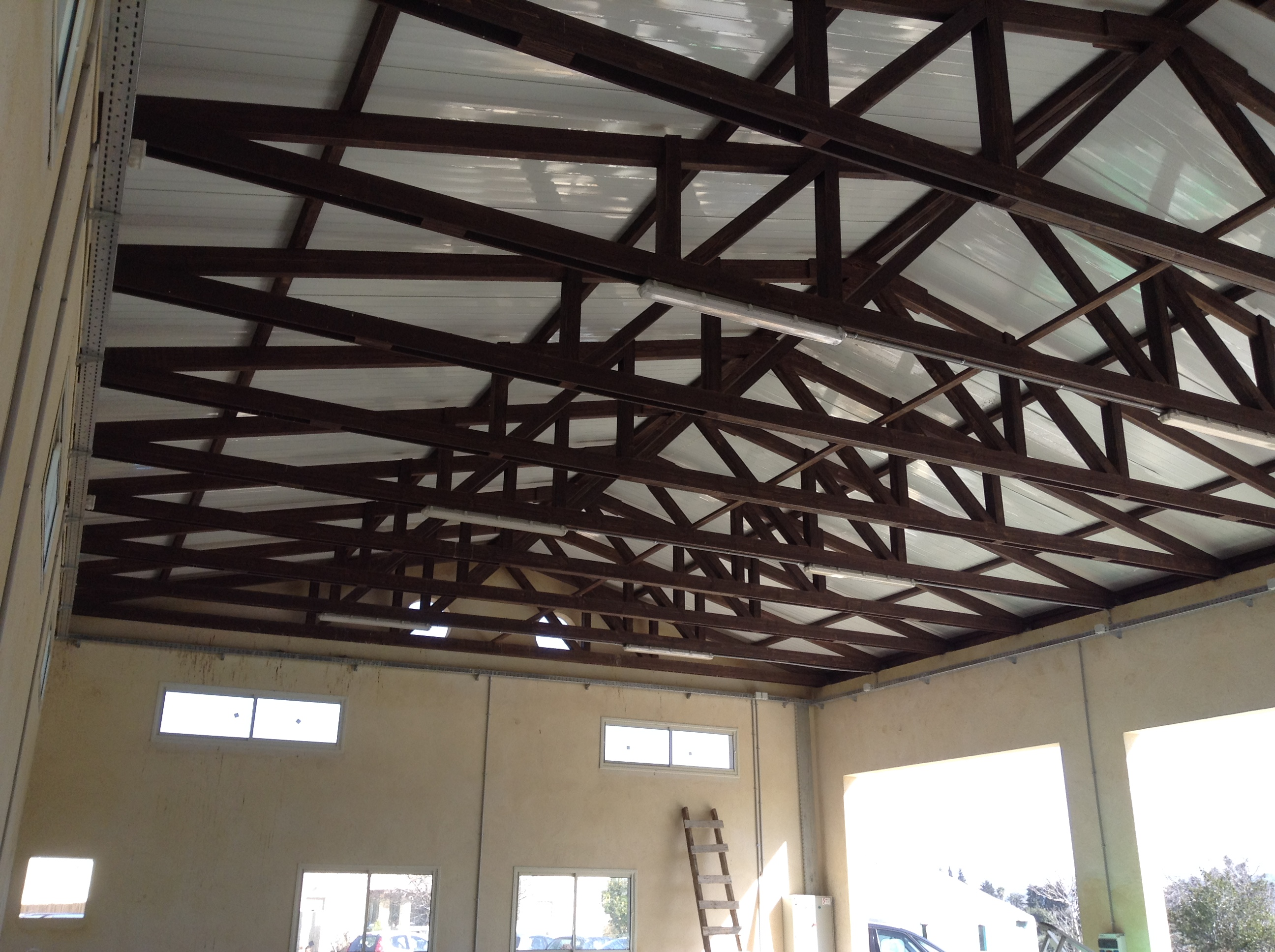 מבט מבפנים על הגג לאחר הכיסוי