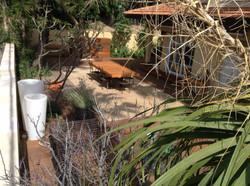 חצר בית בהרצליה פיתוח