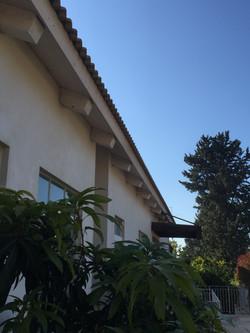 גג תותבים - חזית כניסה