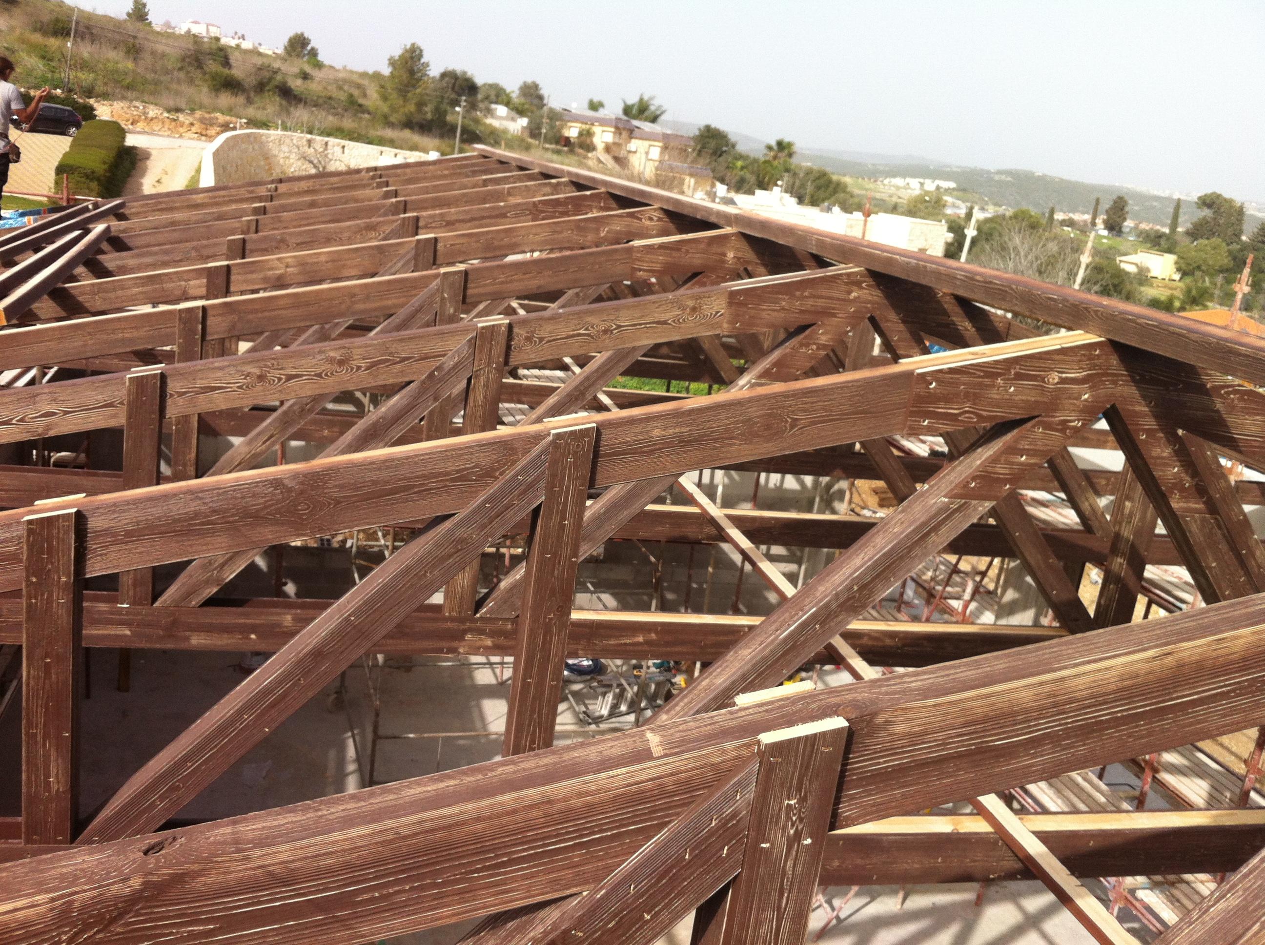 הכנת האגדים להרכבה  בגג