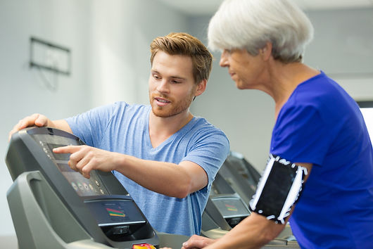 Expert sales consultant explaining how to you a treadmill console