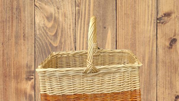 petit panier rectangulaire en osier blanc et marron